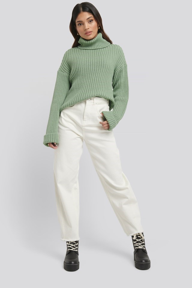 Ribbed Knitted Turtleneck Sweater Outfit