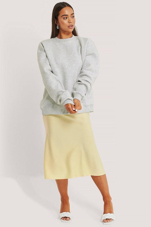 Oversized Basic Sweatshirt Outfit