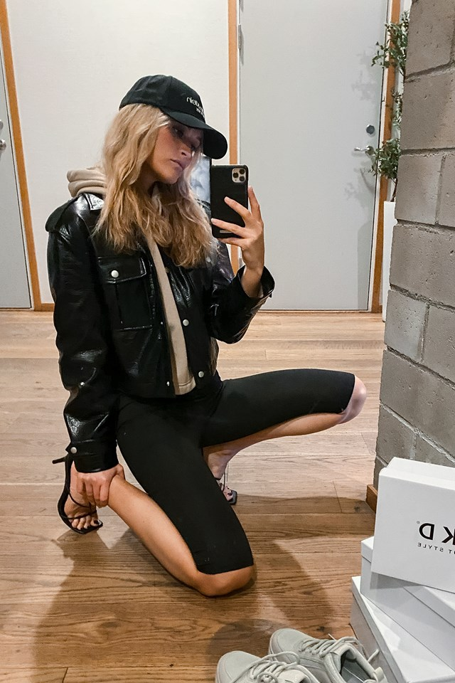 Short Buttoned Reptile PU Jacket Outfit
